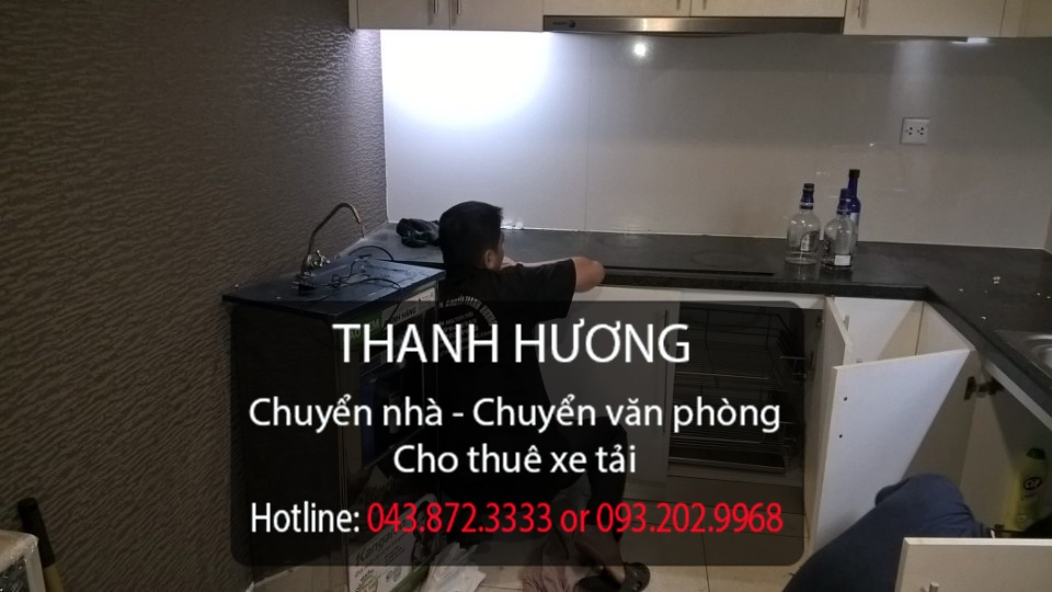 Nhân viên chuyển văn phòng của công ty Thanh Hương đang làm việc